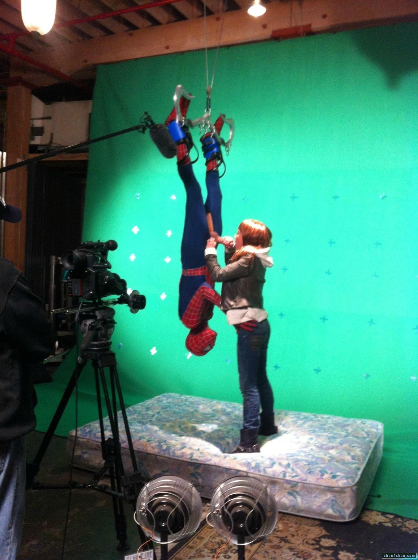 Человеку пауку делают минет 11 фотография