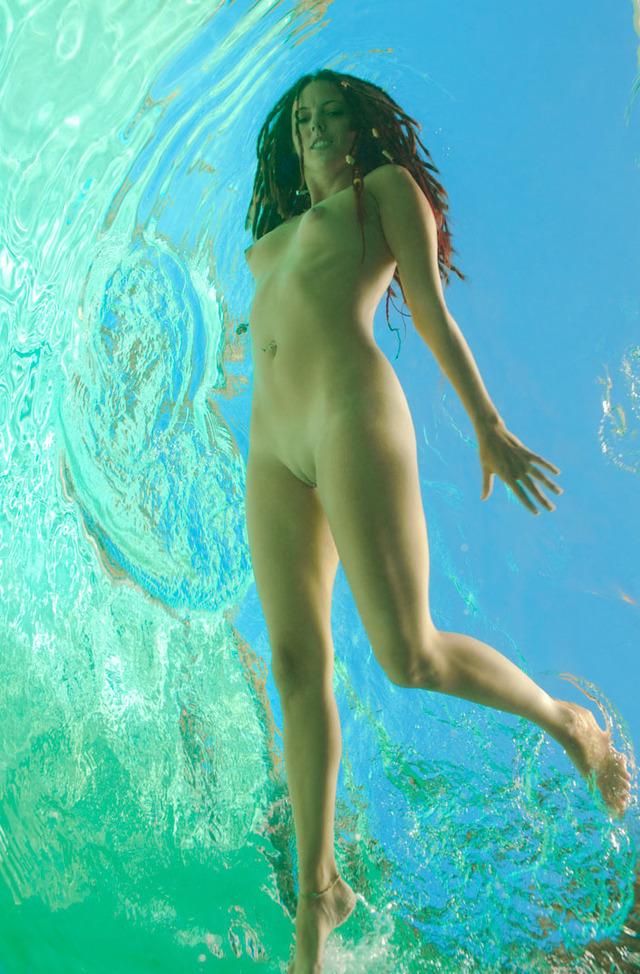Голые бабы в воде фото