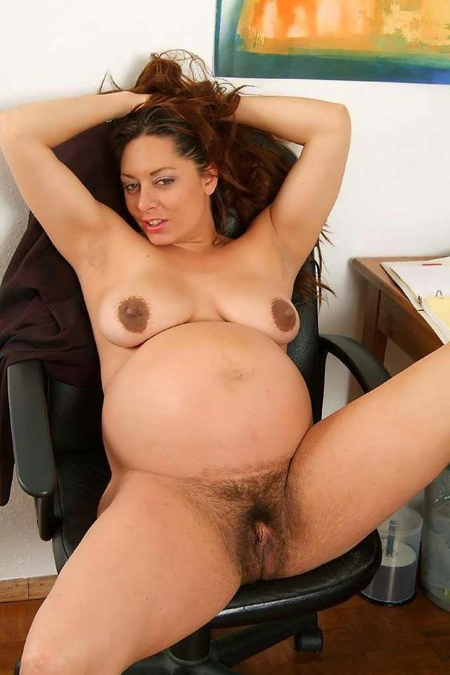 Naked black pregnant woman